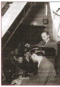 Dante Restelli dirige i Pueri Cantores, al pianoforte Luigi Toja