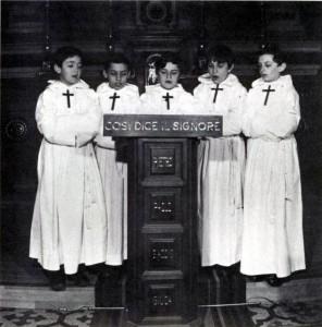 I Pueri Cantores animano la Liturgia.