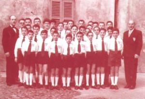 I Pueri Cantores nel cortile parrocchiale della Prepositurale S. Vittore Martire di Rho (MI)